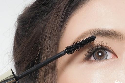 REVIEW มาสคาร่าขนตาพุ่ง! หนา งอน เด้ง ไม่ตก L'OREAL voluminous false fiber lashes